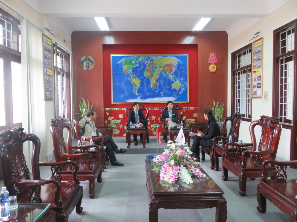 representative-of-abk-japanese-language-school-paid-working-visit-to-foreign-language-university-hue-university