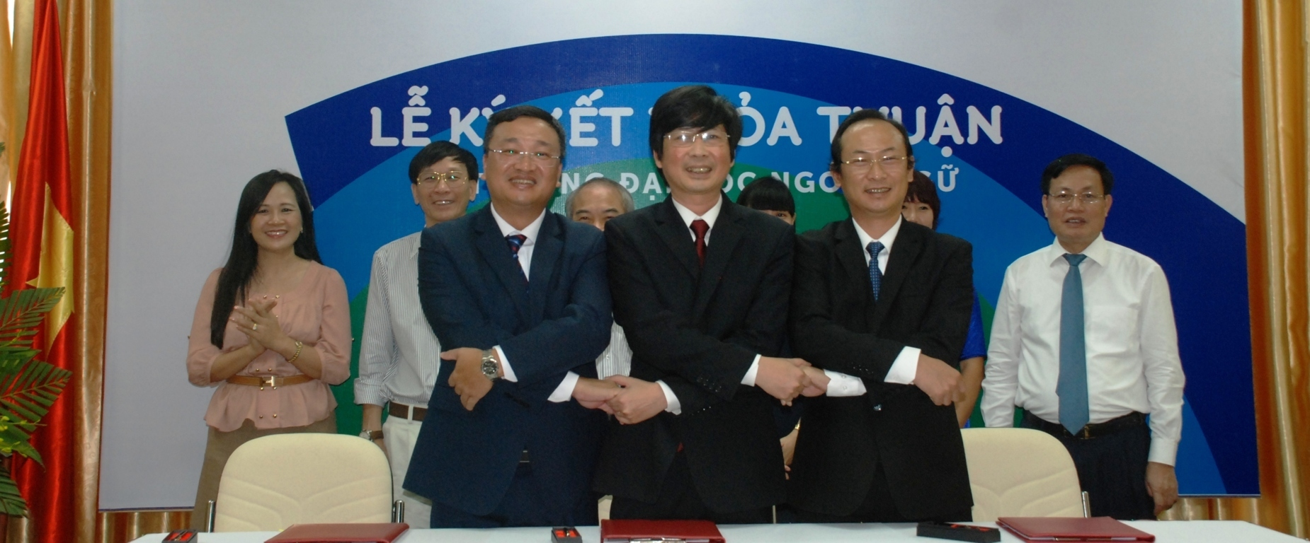 The signing ceremony of cooperation agreement between three foreign language universities of Vietnam