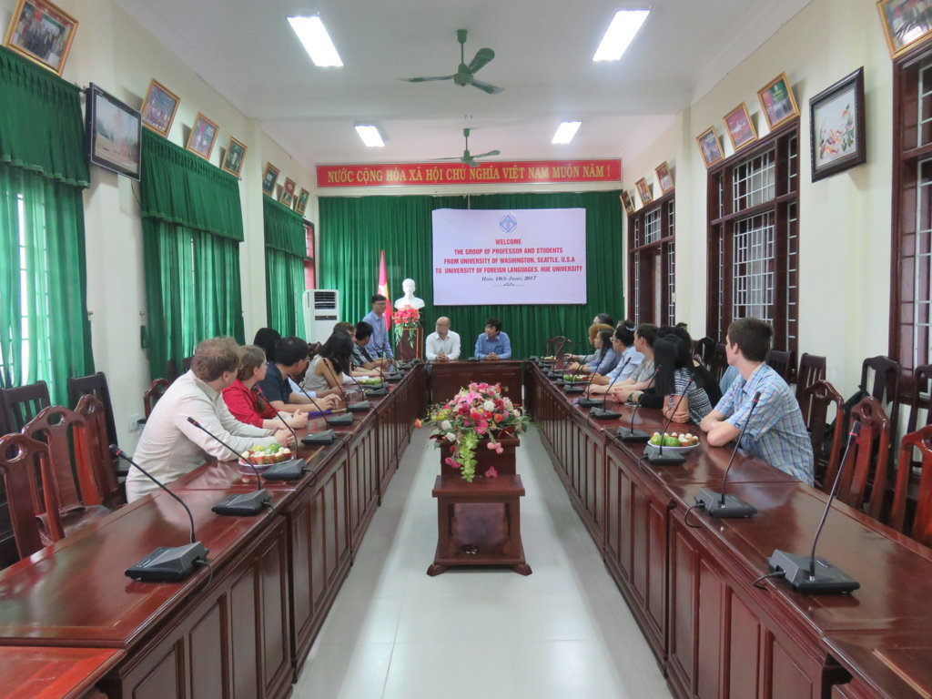 delegation-from-university-of-washington-the-united-states-paid-a-working-visit-to-university-of-foreign-languages-hue-university