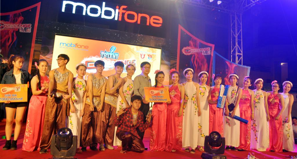 sinh-vien-dai-hoc-hue-cuong-nhiet-cung-chuong-trinh-challenge-me-mobifone